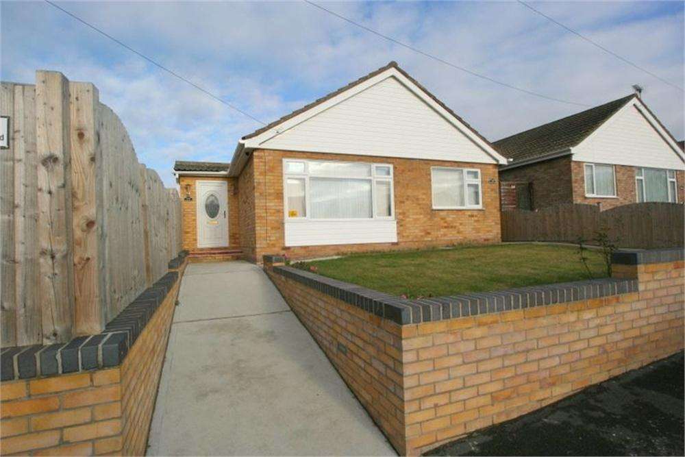 2 Bedrooms Detached Bungalow for sale in Slade Road, HOLLAND-ON-SEA, Essex