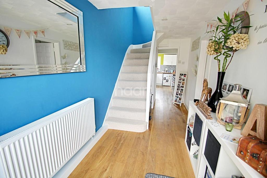 3 Bedrooms Semi Detached House for sale in Latton Green, Harlow