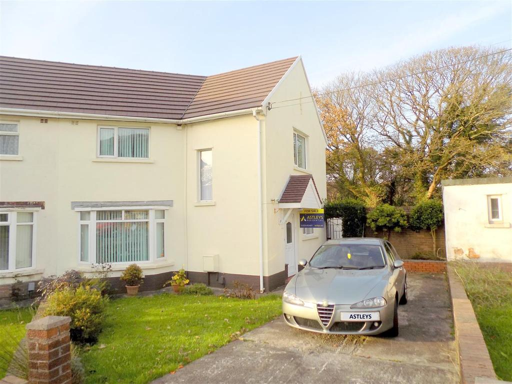 Pen y bryn tonna neath 3 bed house for sale 129 950 for Pen y bryn living room