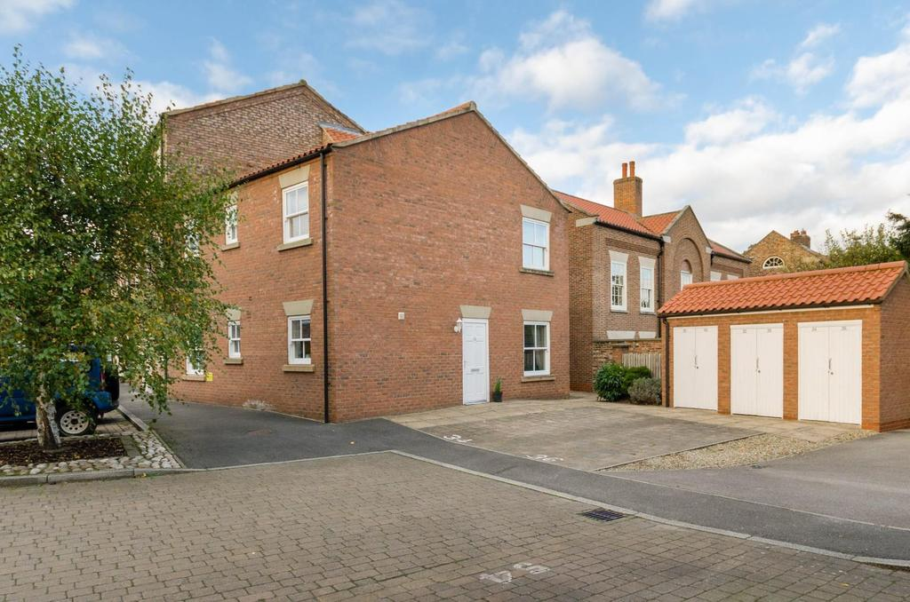 1 Bedroom Flat for sale in Wilkinsons Court, Easingwold, York