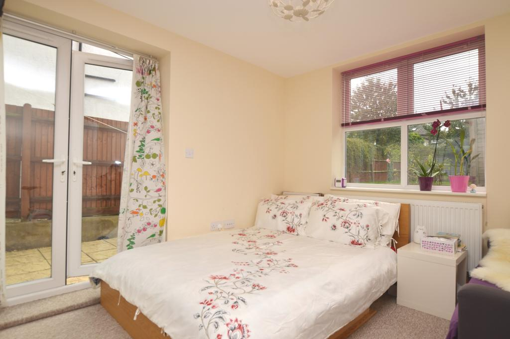 2 Bedrooms Flat for sale in Bercta Road London SE9