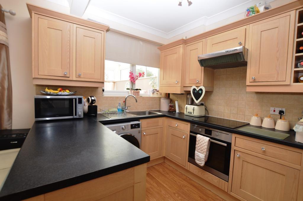 3 Bedrooms Semi Detached House for sale in Ashcroft Avenue Sidcup DA15