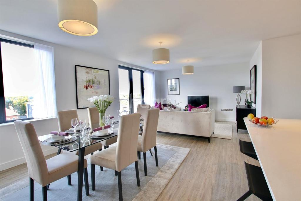 3 Bedrooms Flat for sale in Wycliffe House, IG1