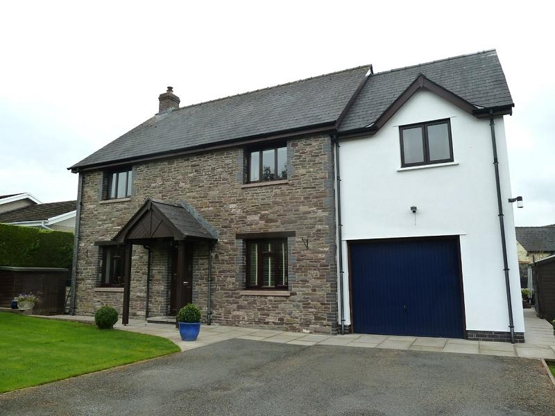 4 Bedrooms Detached House for sale in Aberyscir Road, Cradoc, Brecon, Powys.