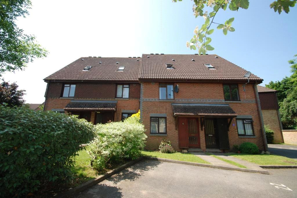 2 Bedrooms Maisonette Flat for rent in Ladygrove Drive, Guildford, Surrey, GU4