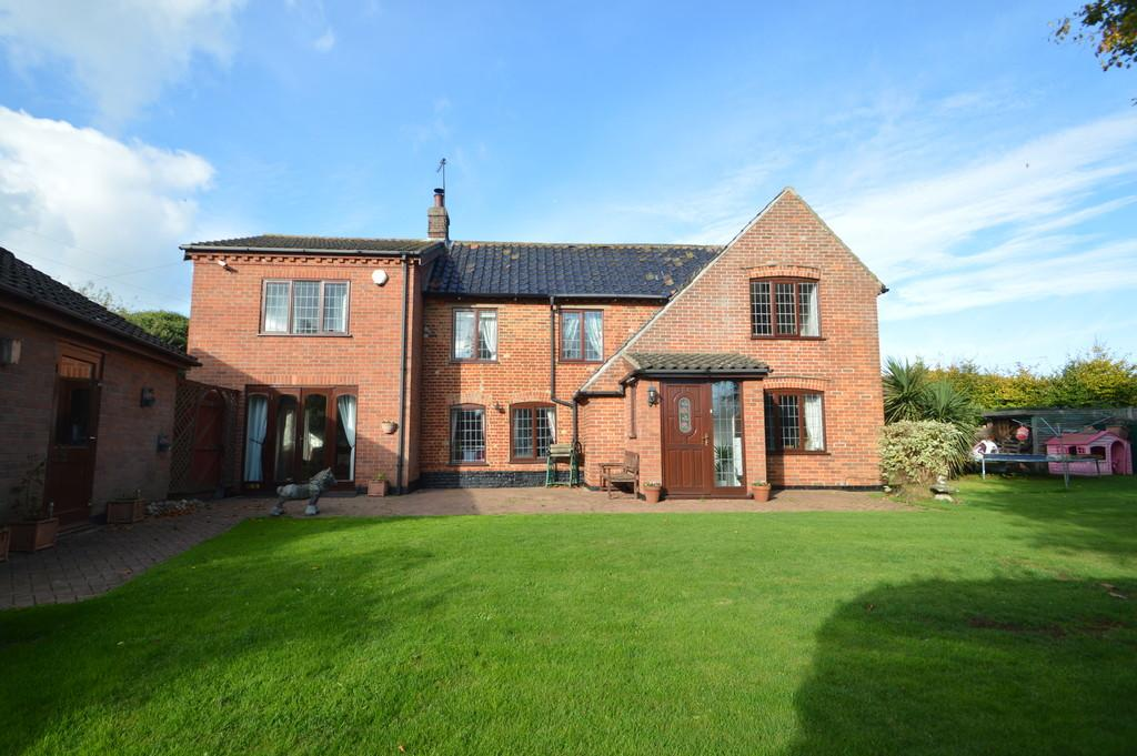5 Bedrooms Detached House for sale in Stubbs Green Lane, Loddon