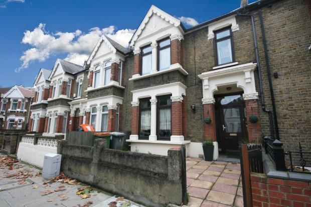 3 Bedrooms Terraced House for sale in Central Park Road, East Ham, E6