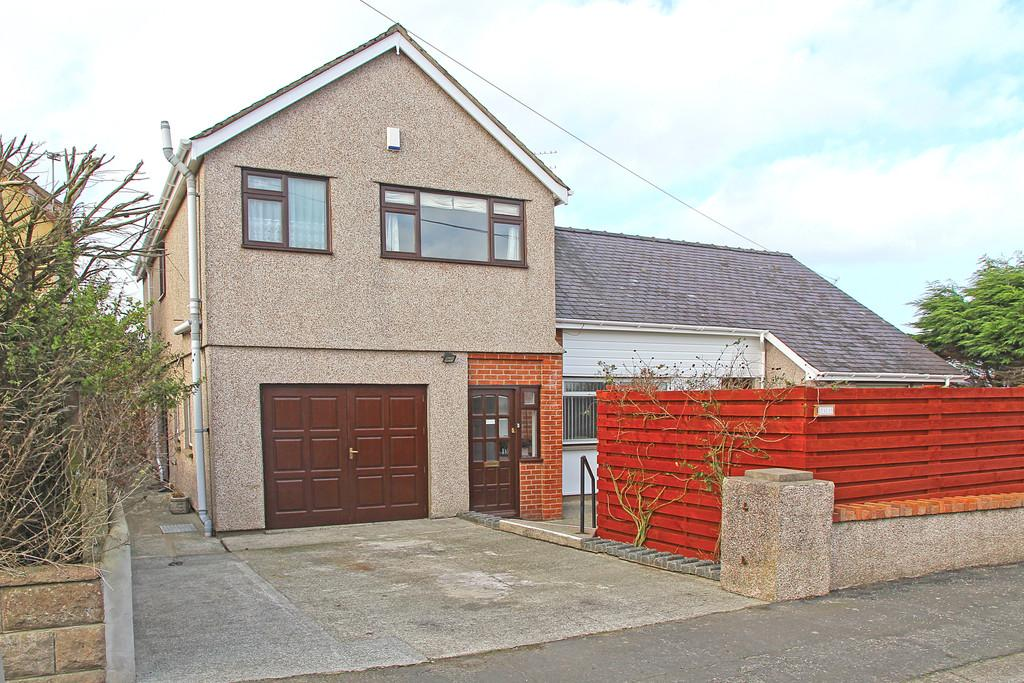 4 Bedrooms Detached House for sale in Station Road, Rhosneigr, North Wales