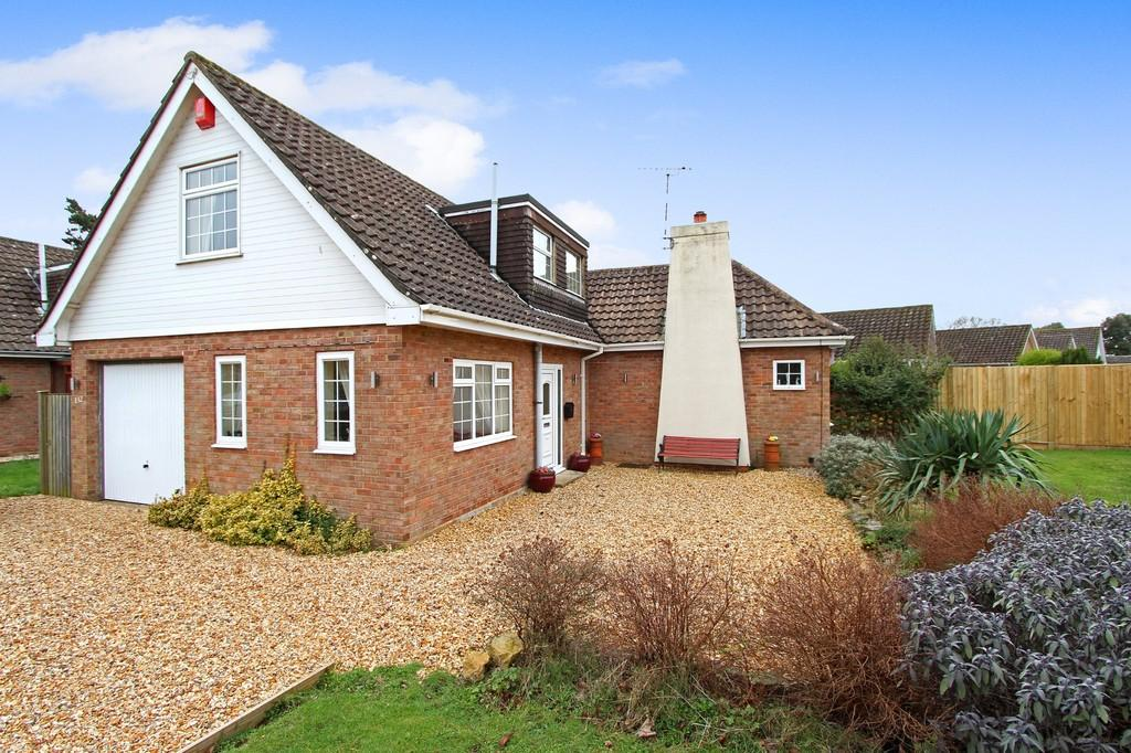 3 Bedrooms Chalet House for sale in HIGHCLIFFE ON SEA