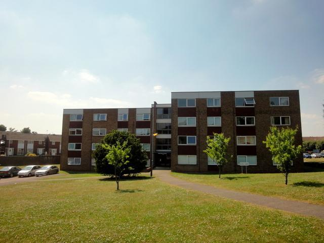 2 Bedrooms Apartment Flat for sale in Handcross Road, Stopsley, Luton, LU2 8JL