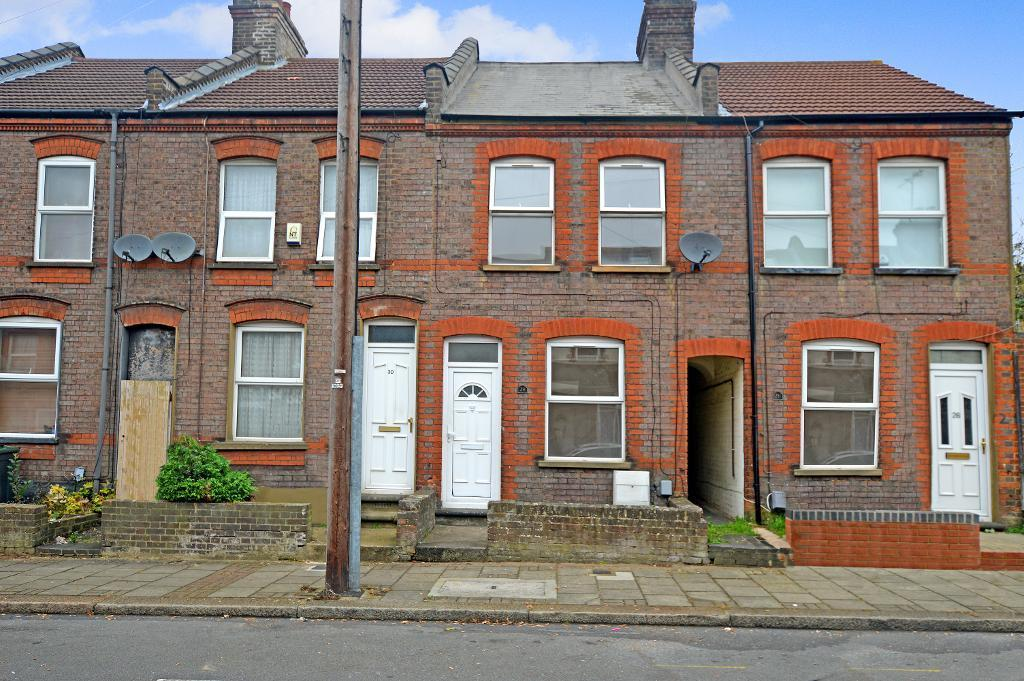 2 Bedrooms Terraced House for sale in Curzon Road, Luton, Bedfordshire, LU3 1BG