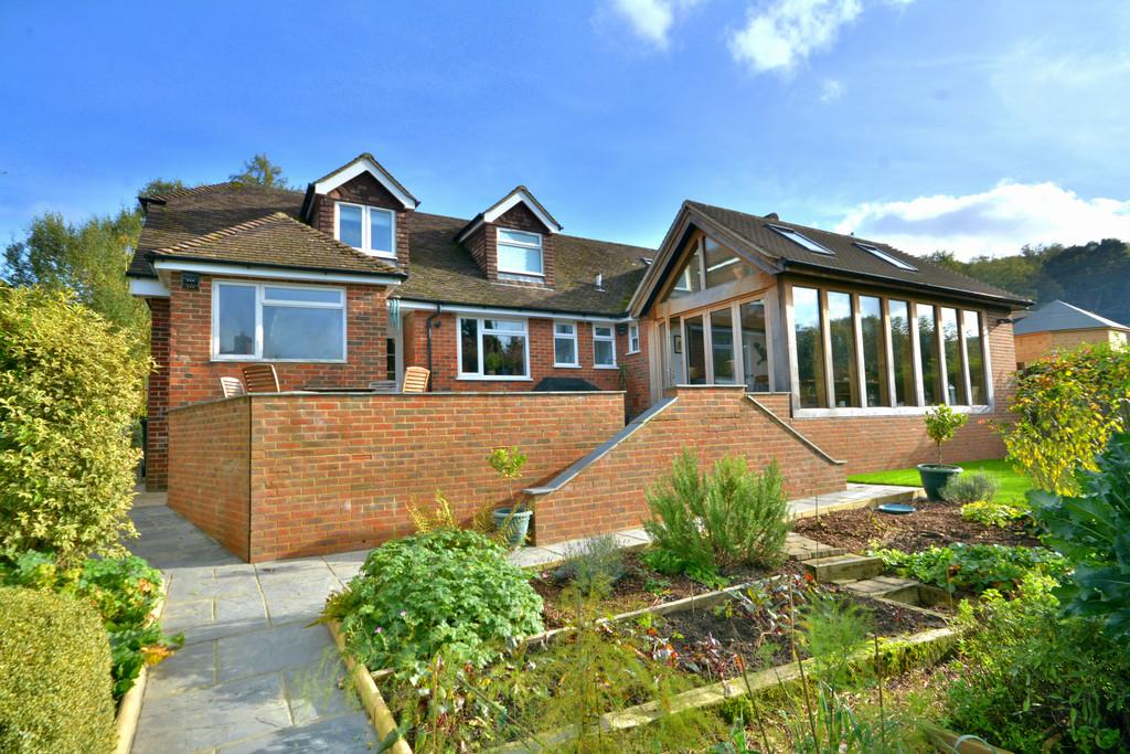 4 Bedrooms Detached House for sale in Fittleworth