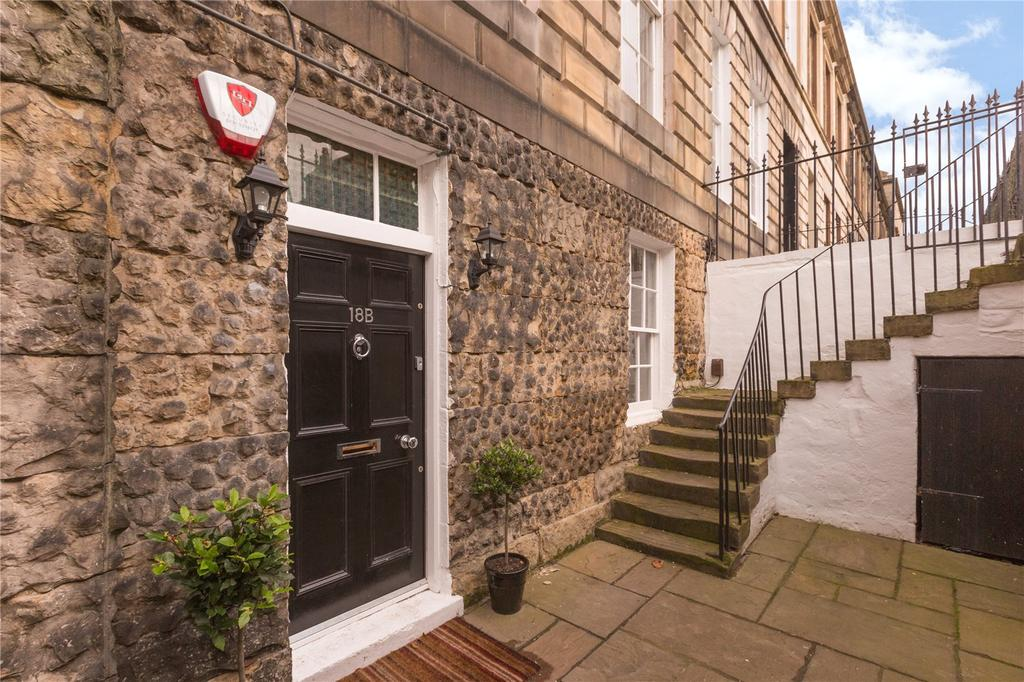 3 Bedrooms Flat for sale in 18B Broughton Place, Edinburgh, EH1