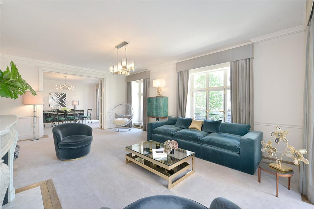 3 Bedrooms Flat for sale in Portland Place, London, W1B