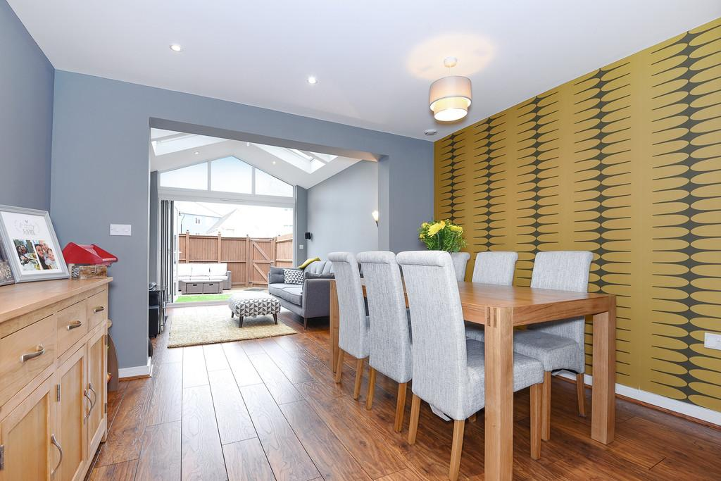 4 Bedrooms Town House for sale in Poynder Drive, Holborough Lakes, Snodland