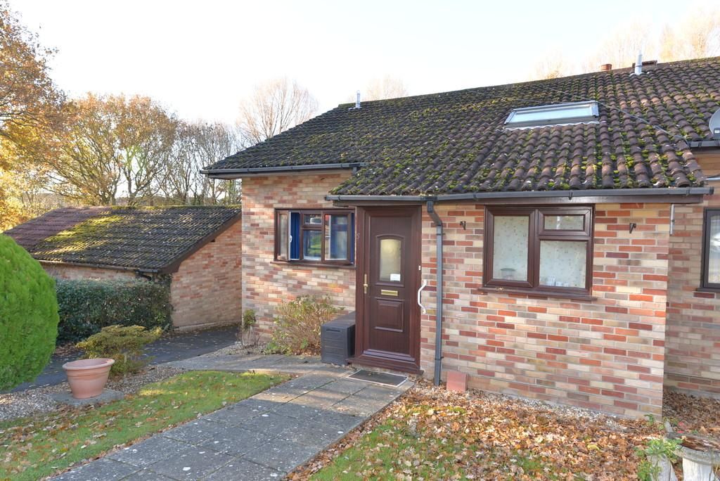 2 Bedrooms Semi Detached Bungalow for sale in Bowland Rise, New Milton