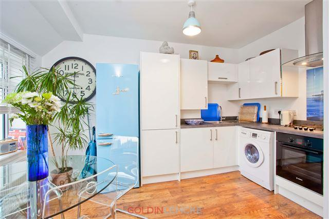 2 Bedrooms Flat for sale in Hallyburton Road, Hove