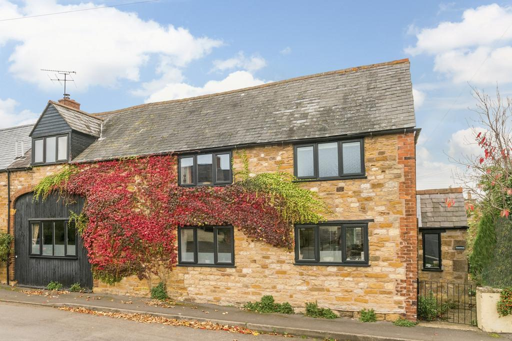 4 Bedrooms Barn Conversion Character Property for sale in Castle Hill, Upper Brailes