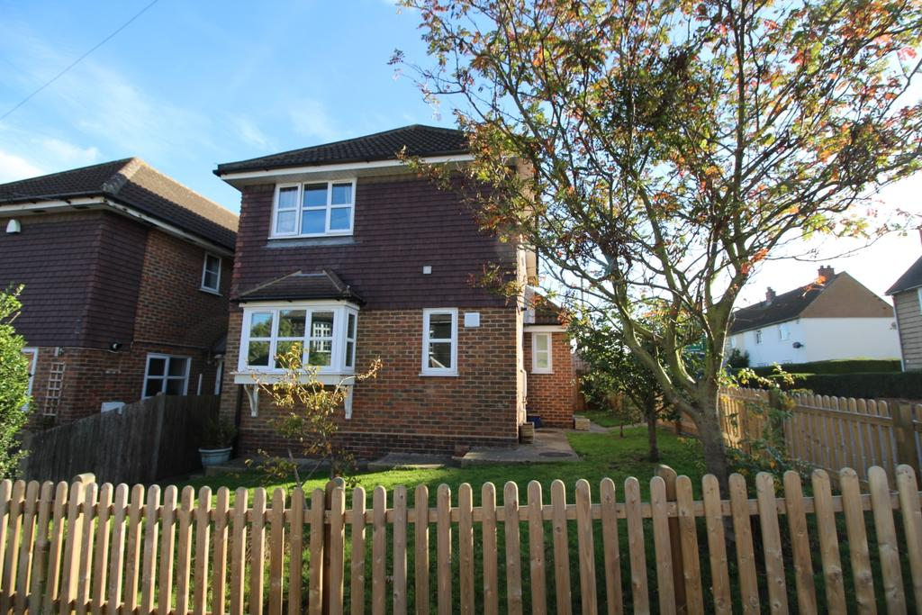 3 Bedrooms Detached House for sale in Ash Road Hawley DA2