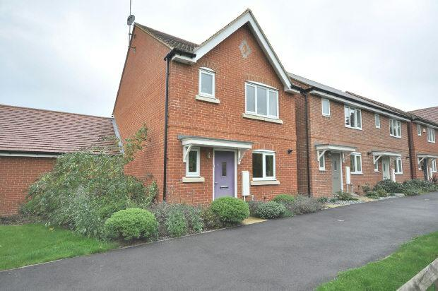 3 Bedrooms Detached House for sale in Elk Path Three Mile Cross Reading
