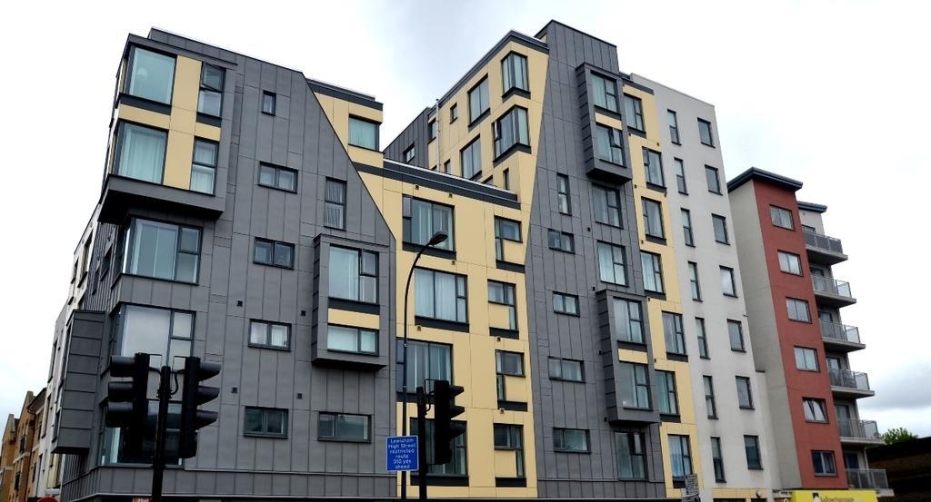 1 Bedroom Flat for sale in Lewisham High Street Lewisham SE13