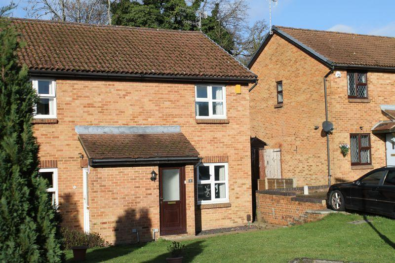 2 Bedrooms Semi Detached House for sale in Merrow Park