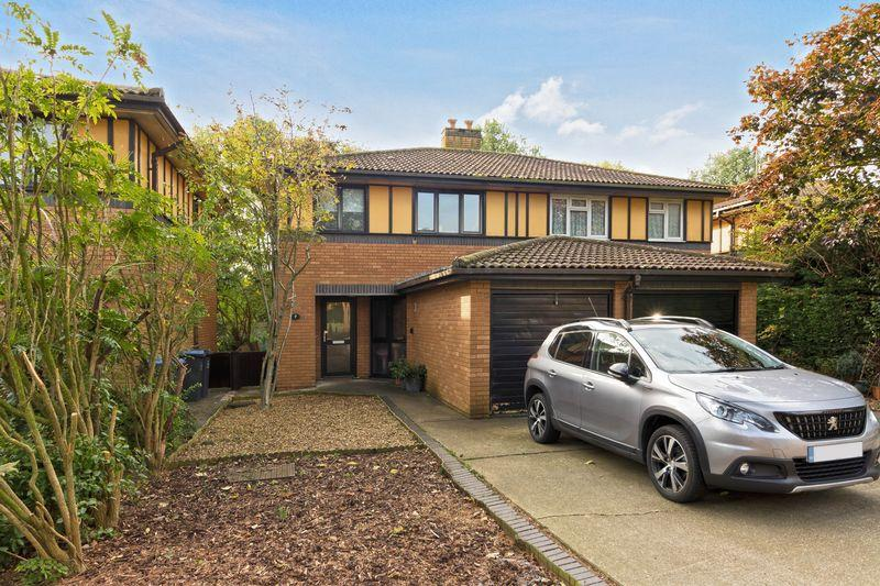 3 Bedrooms Semi Detached House for sale in Winterbourne Close, Worthing