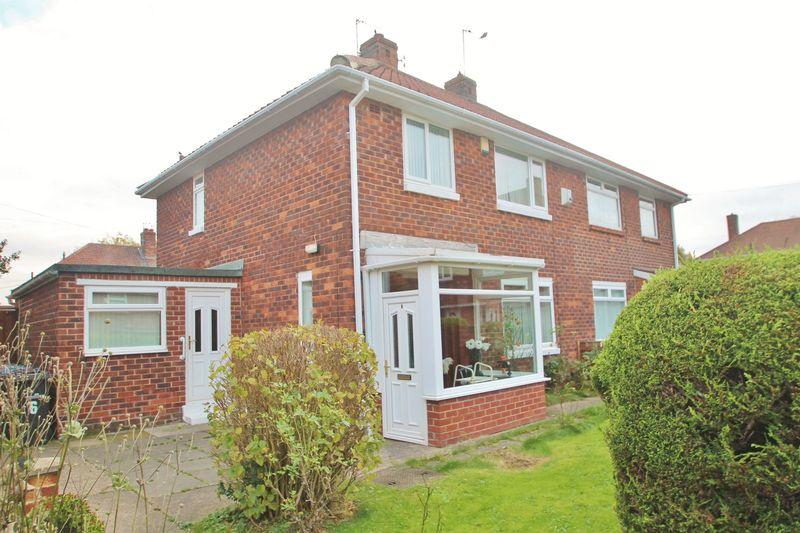 3 Bedrooms Semi Detached House for sale in Harwell Close, Beechwood