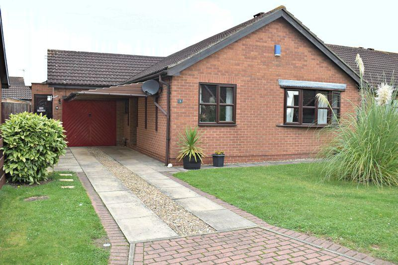 3 Bedrooms Detached Bungalow for sale in Dovedale Close, Winterton