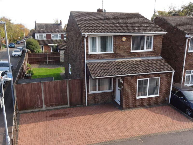 3 Bedrooms Detached House for sale in Cemetery Road.