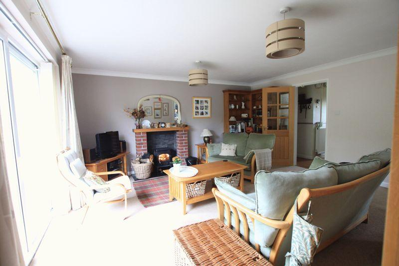 5 Bedrooms Detached House for sale in Llanfairpwll, Anglesey