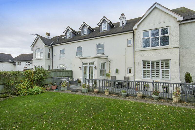 2 Bedrooms Apartment Flat for sale in LONGLANDS MEWS, LONGLANDS LANE, FINDERN