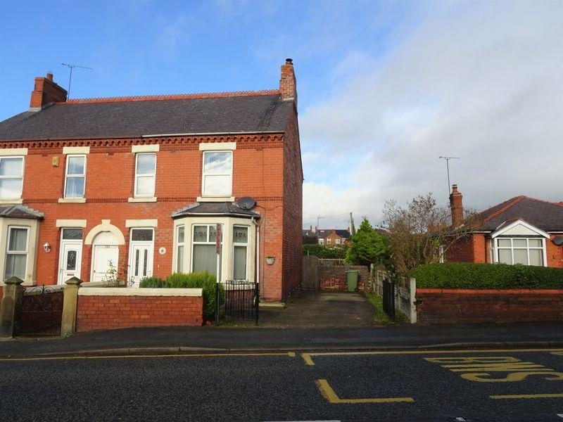 3 Bedrooms Semi Detached House for sale in Wrexham Road, Rhostyllen, Wrexham