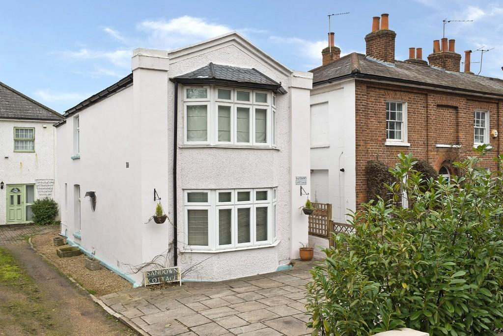 3 Bedrooms Cottage House for sale in Portsmouth Road , Esher