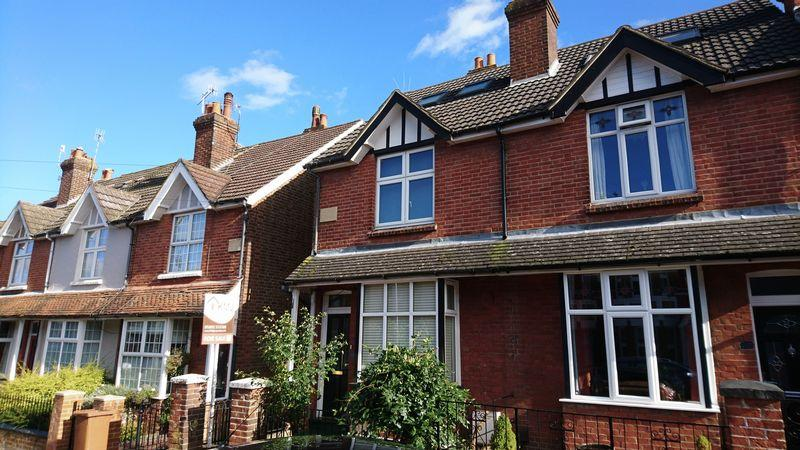 3 Bedrooms Semi Detached House for sale in Meadow Road, Rusthall, Tunbridge Wells