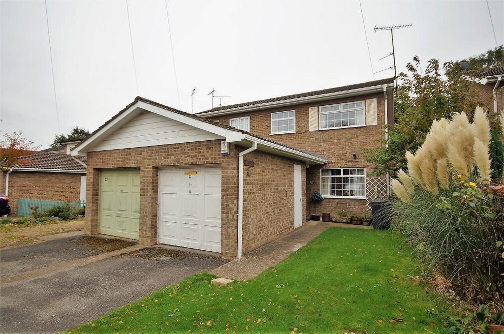 3 Bedrooms Semi Detached House for sale in Rochester Drive, Lincoln