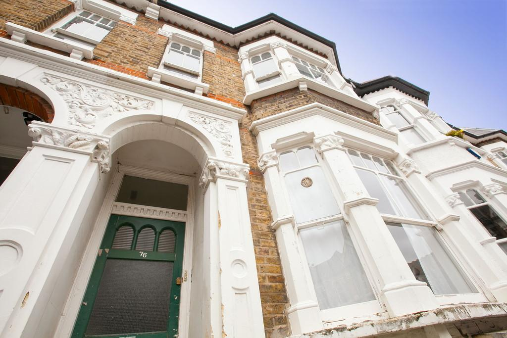 3 Bedrooms Apartment Flat for sale in Princess May Road, London