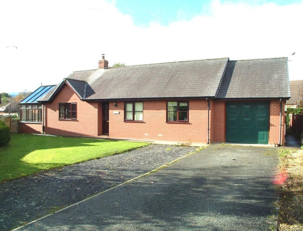 3 Bedrooms Detached Bungalow for sale in Clos Yr Efail, Trefeglwys, Caersws