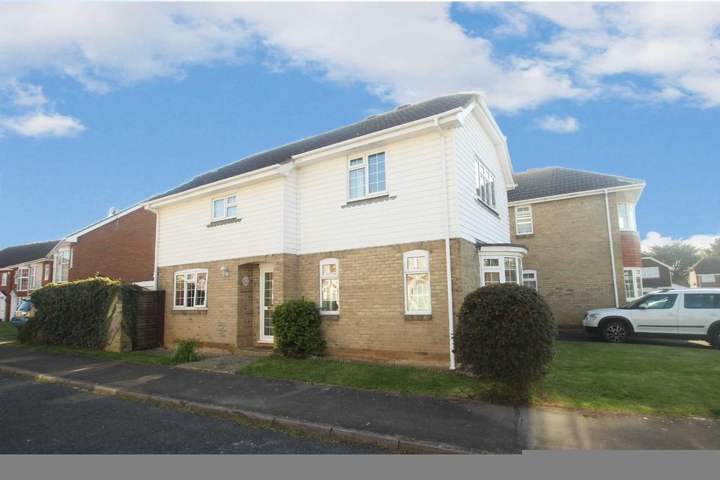 3 Bedrooms Detached House for sale in Foxdale Drive, Angmering