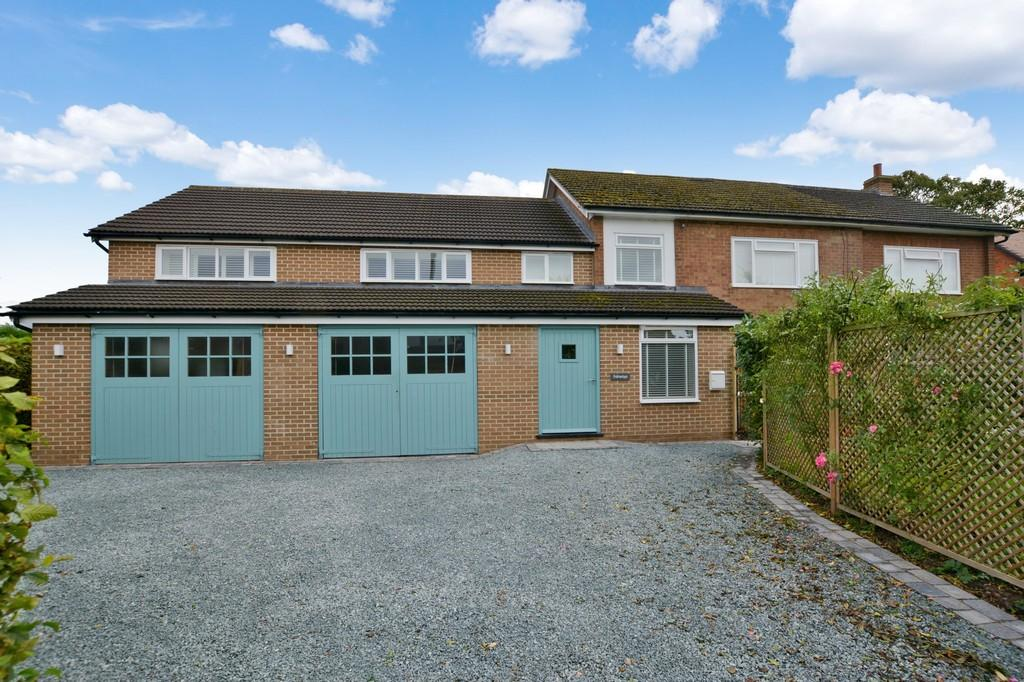 5 Bedrooms Detached House for sale in Staythorpe Road, Rolleston