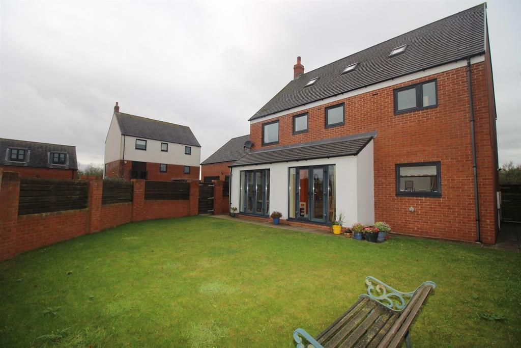 5 Bedrooms Detached House for sale in Rosebrough Road, Newcastle Upon Tyne