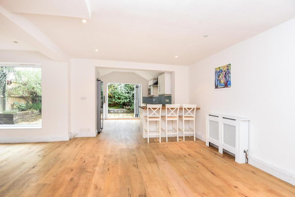 4 Bedrooms End Of Terrace House for sale in St. Hildas Close, Wandsworth