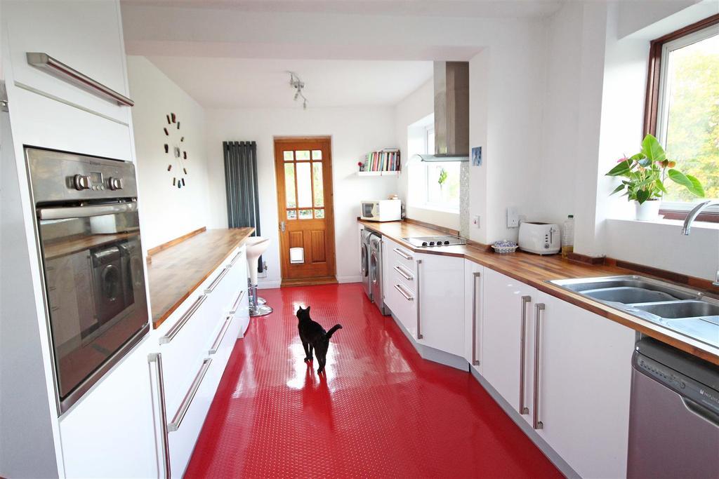 4 Bedrooms Semi Detached House for sale in Dene Vale, Westdene, Brighton