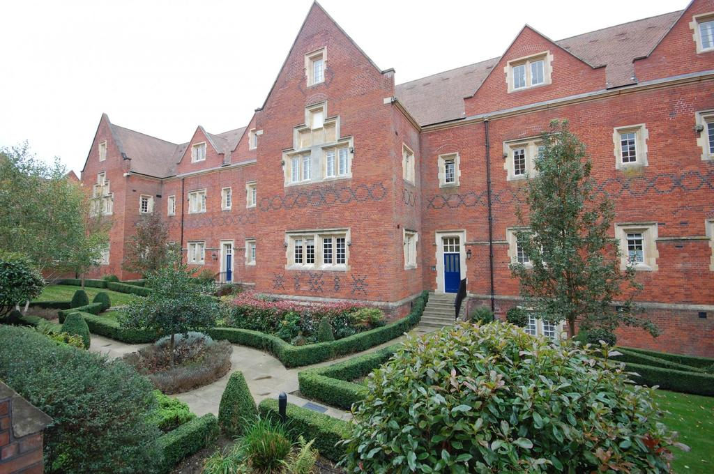 1 Bedroom Apartment Flat for sale in Tudor Court, The Galleries, Warley, Brentwood, Essex, CM14