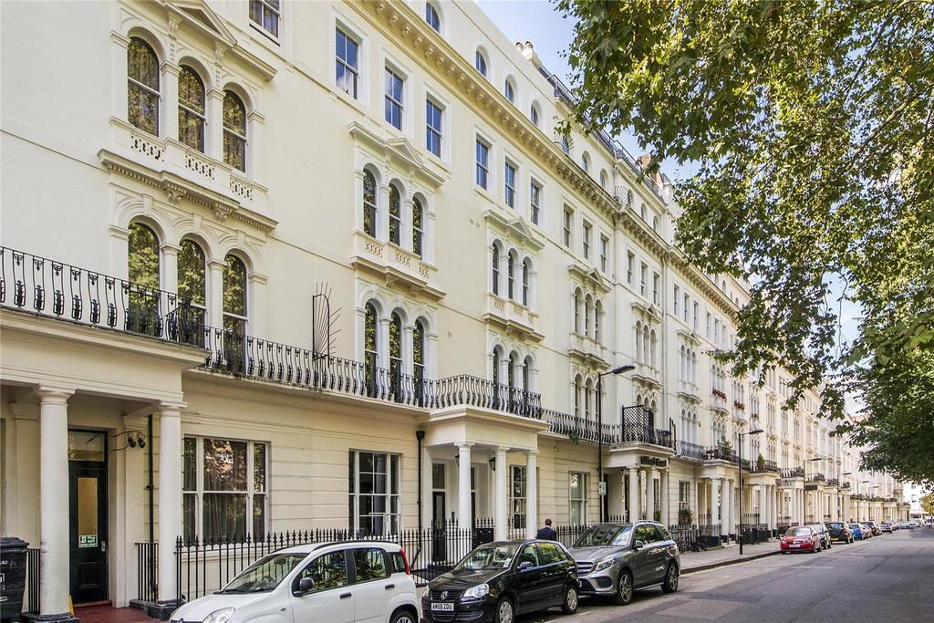 3 Bedrooms Maisonette Flat for sale in Kensington Gardens Square, London, W2