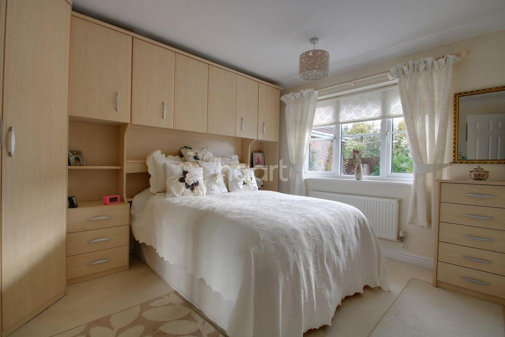 3 Bedrooms Bungalow for sale in Midsummer Gardens, Long Sutton