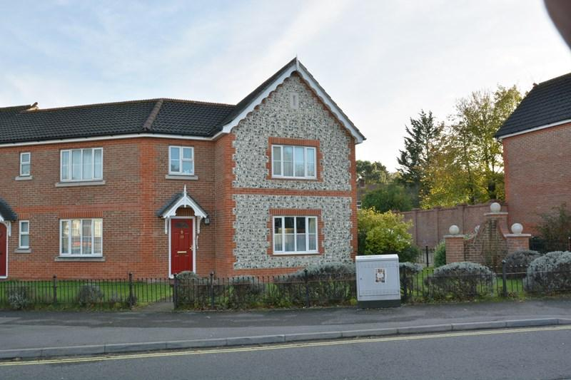 3 Bedrooms End Of Terrace House for sale in Station Approach, Andover