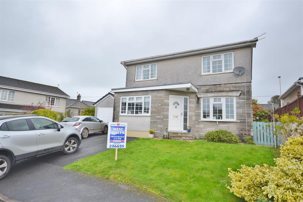 3 Bedrooms Detached House for sale in Carmarthen