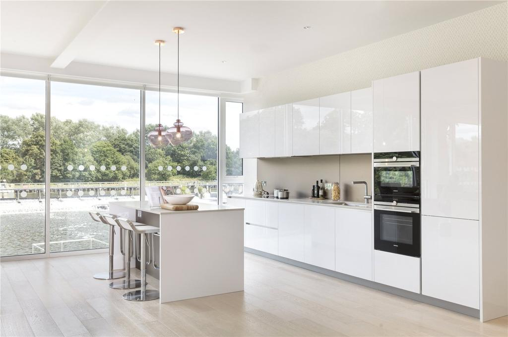 3 Bedrooms Flat for sale in Teddington Riverside, Teddington, Broom Road, Middlesex, TW11