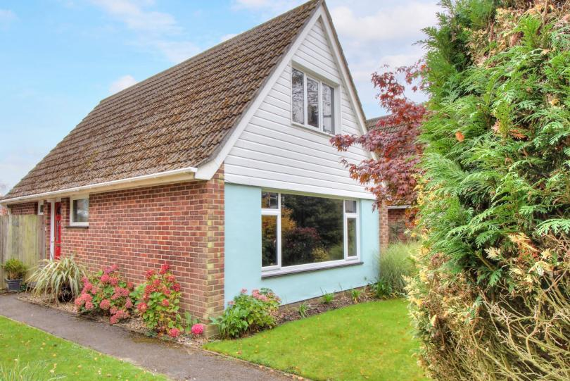 2 Bedrooms Chalet House for sale in Sycamore Avenue, Hiltingbury, Chandlers Ford